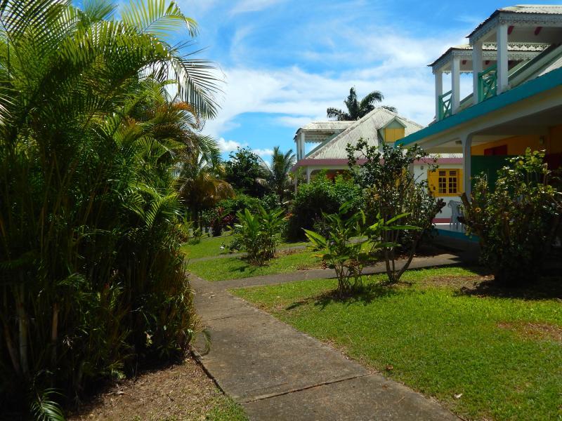 duales villas con jardín delantero