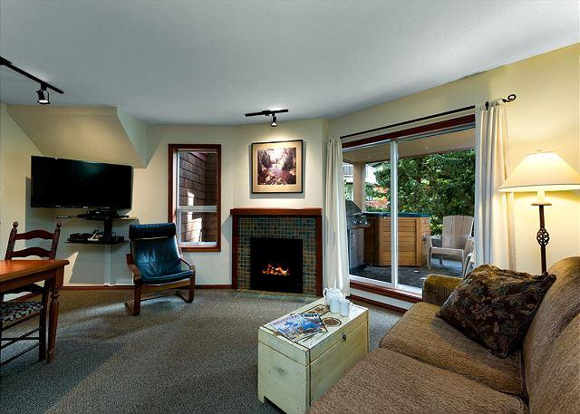 99 Glaciers Reach this 2br home has a hot tub & pool in Whistler Village, vacation rental in Pemberton
