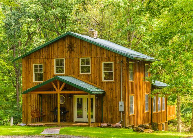 OVR's Lodge on Stony Creek! Warm and authentic MOUNTAIN LODGE! Hot Tub!, vacation rental in Farmington