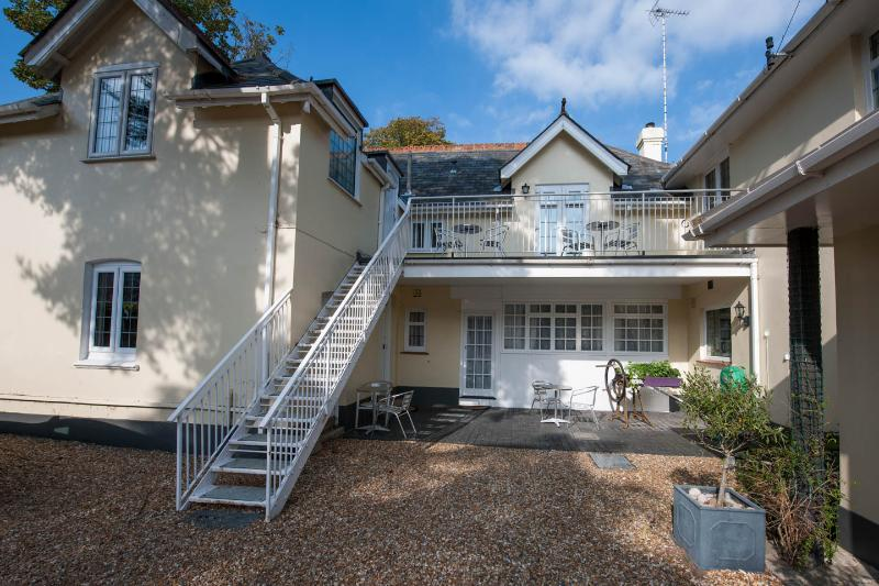 4 Coach House Studio, Walk to beach/ town in 5 mins. Disc up to 15% for 7 nights, alquiler vacacional en Bournemouth