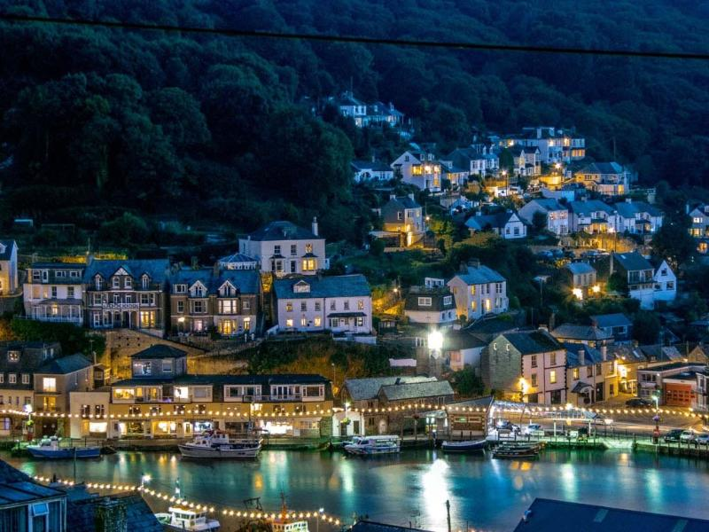 looe at night from decking area