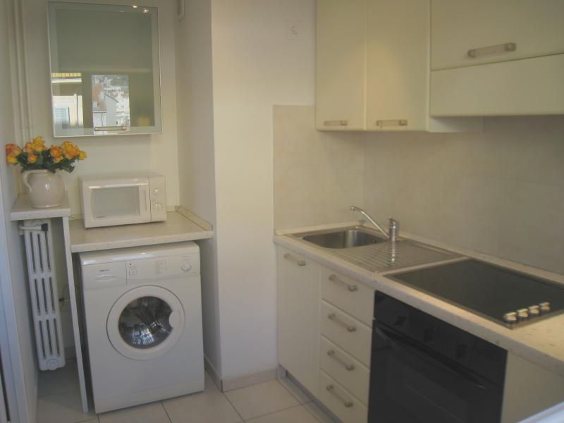 THE kitchen (hob, oven, fridge, washing machine, coffee machine, Toaster, micro wave)