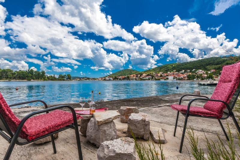 Stone house Zmorac, holiday rental in Ugljan Island