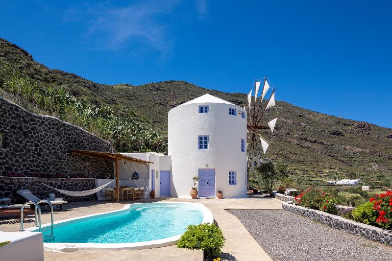 Windmill Villas-Master Blue, holiday rental in Panagia Kalou