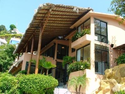 Villa Alhambra Acapulco Bay with Pool & Waterslide, holiday rental in Acapulco