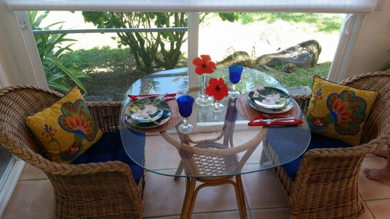 Set your romantic tropical table for two