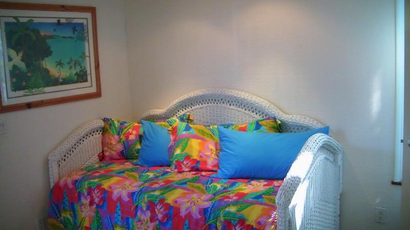 Sweet daybed for the lazy afternoons