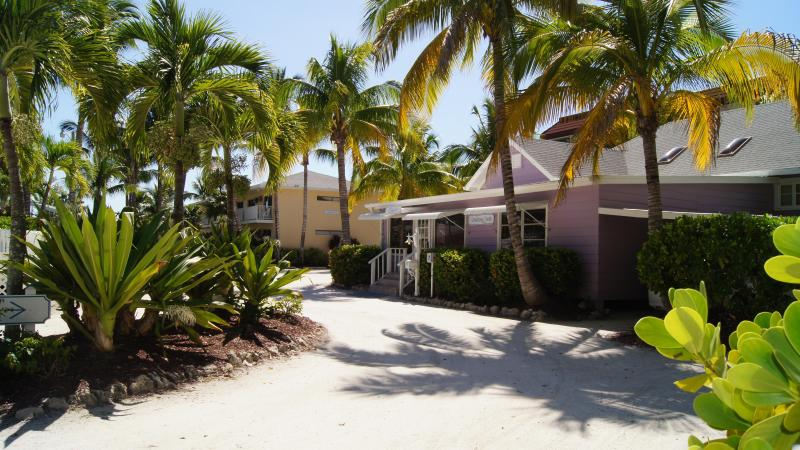 Front office on walk to beach.