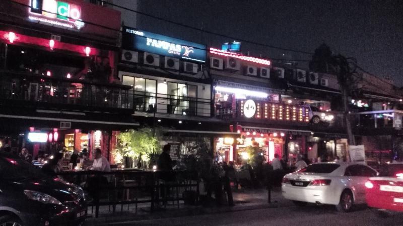 Restaurants & pubs Jln Changkat Bkt Bintang - 10mins walk