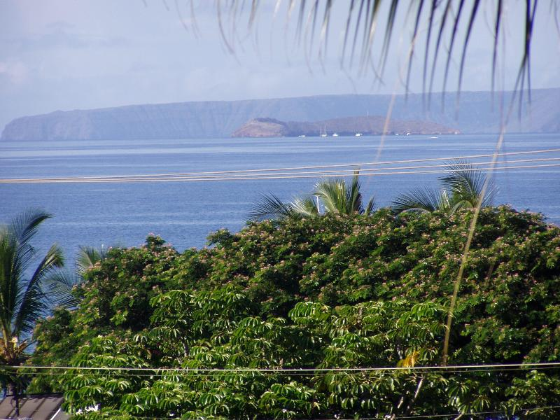 View from lanai - Molokini and Kawahale in background