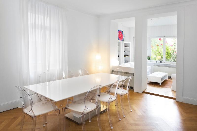 Diningroom with view to Livingroom