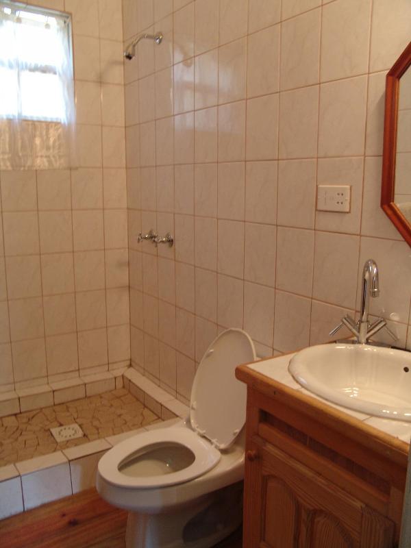 Schlafzimmer zwei und drei Teilen ein Duschbad
