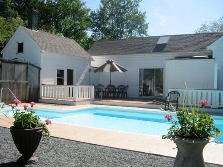 Gebouwd in zwembad klaar voor de zomer volledig omheind - 45 Route 28 West Harwich Cape Cod Vakantiewoningen in New England