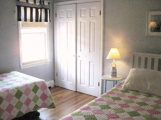 Entréplan Sovrum # 3 med 2 enkelsängar - 200 Indian Hill Road Chatham Cape Cod New England Semesterbostäder