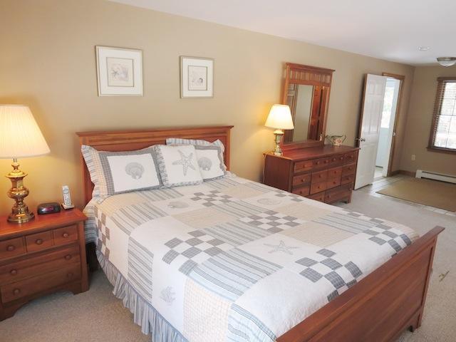 Slaapkamer # 1 (Master) met Queen bed - 14 Deer Run South Harwich Cape Cod New England vakantie