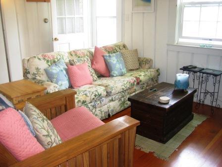 Vardagsrum med bäddsoffa - 567 Main Street Unit 2 Harwich Port Cape Cod New England Semesterbostäder