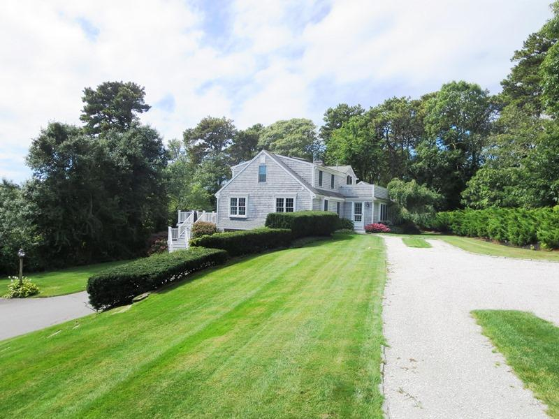 Welcome to Cranberry View! Private Cape style house with 2 long driveways, plenty of room for parking. Set well back off the main street. - 1789 Main Street Chatham Cape Cod New England Vacation Rentals