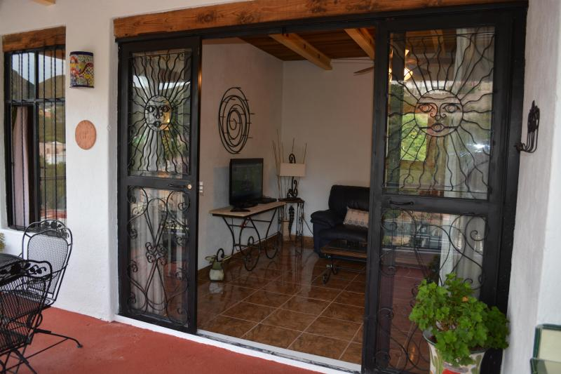 CASA DE LA PAZ- Casita Escondida, holiday rental in Mineral de Pozos