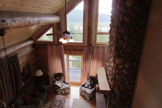 Relax in our Duplex Log Cabins 10 miles from Pinedale, Wyoming.