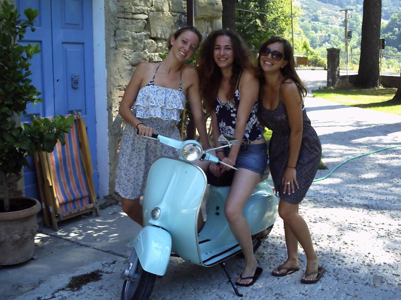 AMERICAN GUESTS WITH THE LEGENDARY VESPA