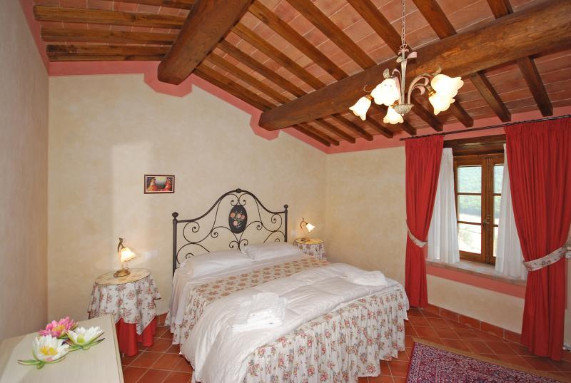 O quarto com cama king size