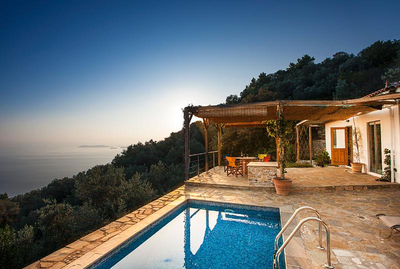 Ysyhia: romantic cottage away from it all, aluguéis de temporada em Sporades