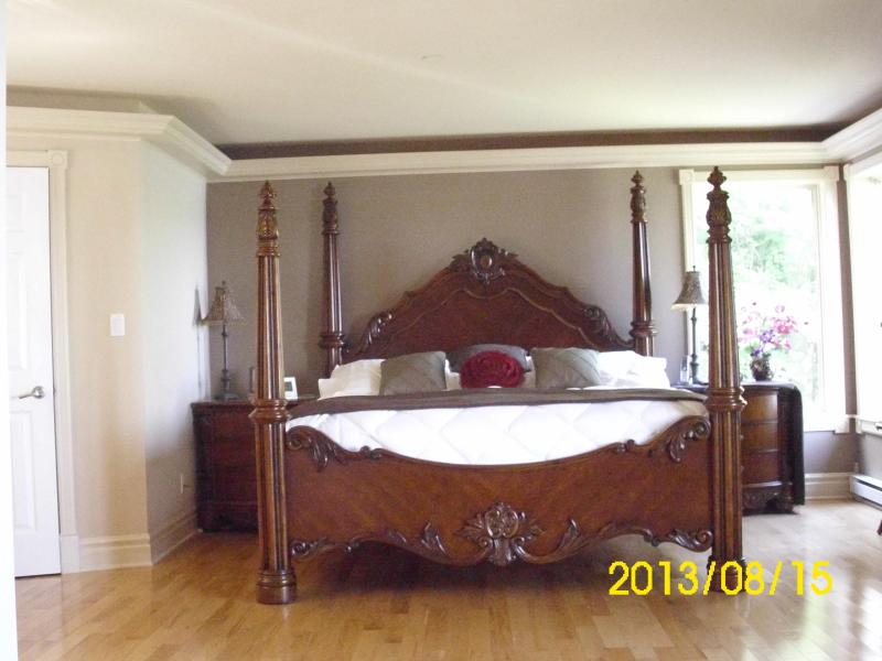 Kingsize bed in Master Suite