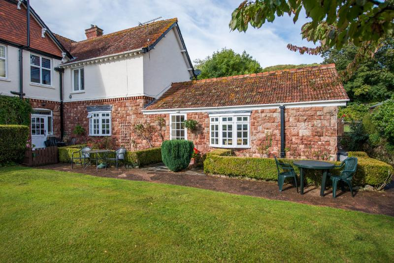 Woodcombe Lodges and Cottages- April Cottage, vacation rental in Minehead
