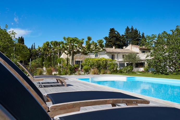 Côté piscine à Au coin des figuiers en Provence