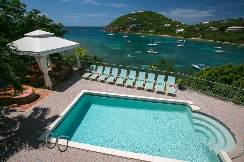 vista de piscina con vistas a la playa foto tomada 9/2014