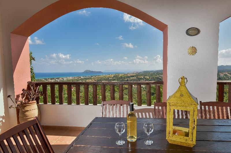 Luxury Villa with views and private pools, vacation rental in Gerani
