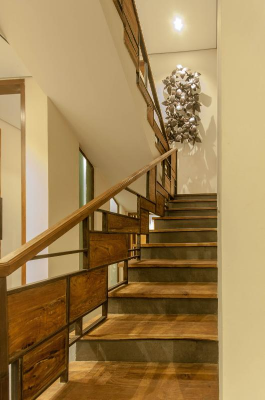 Stairs to the berdrooms