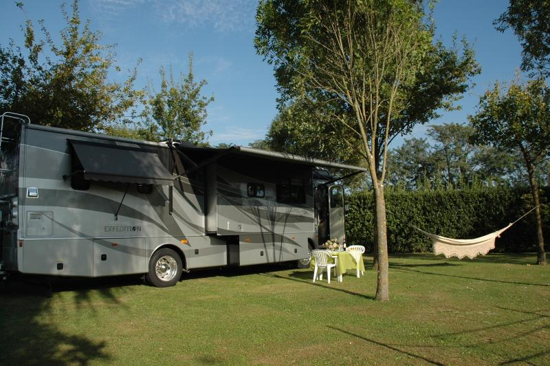 motorhome americano nel parco, holiday rental in Luciani