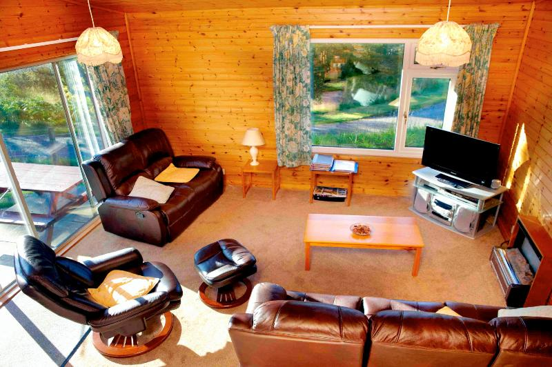 Loch Ness Rentals Drumnadrochit Lodge No 2, holiday rental in Dores