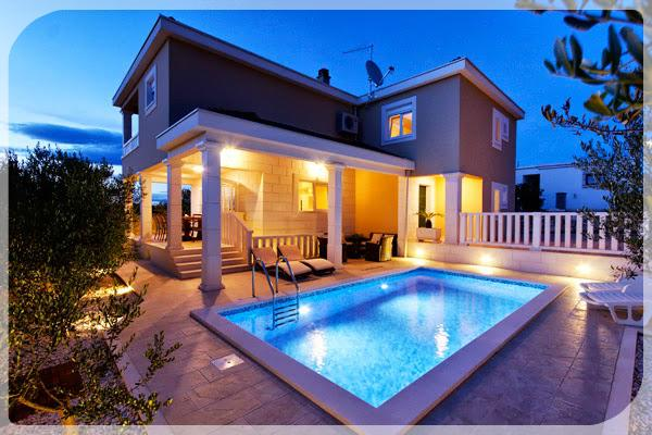 Villa: At night