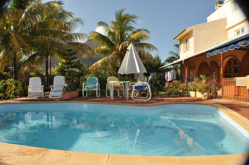 Holiday in Mauritius ? Cosy studio for 2 adults at, casa vacanza a La Mivoie