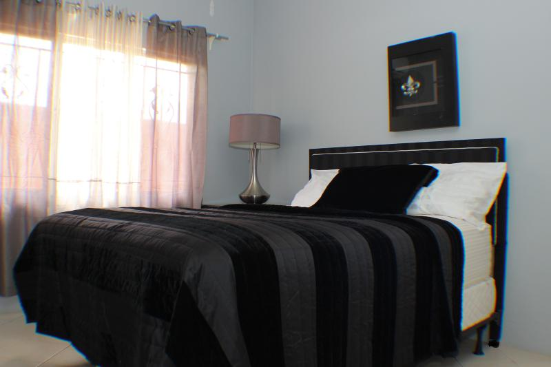 Gray Room, holiday rental in Arouca