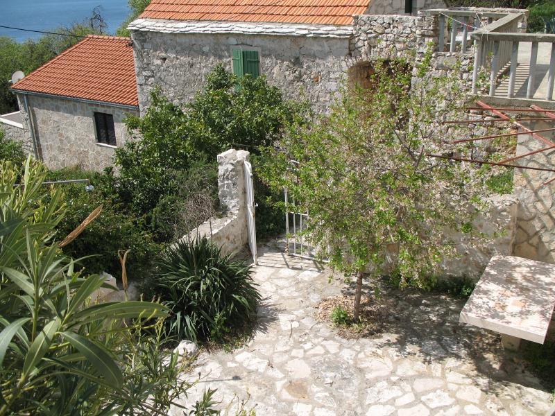 Stone house AP 2, Zavala, Hvar, holiday rental in Zavala