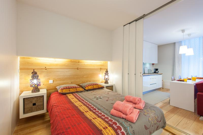 Double bed with 140 x 200 cm! It is possible to close the bedroom completely, for more privacy.
