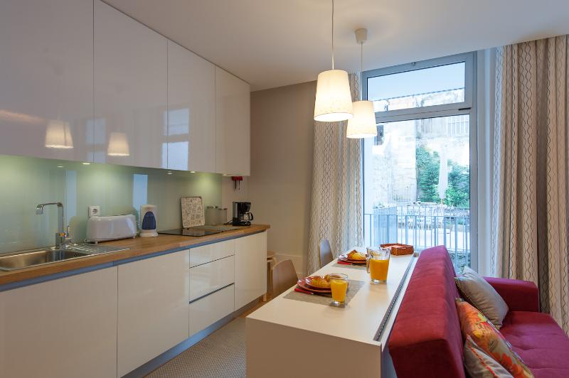 Fully equipped kitchenette (small dishwasher inside the cabinets).