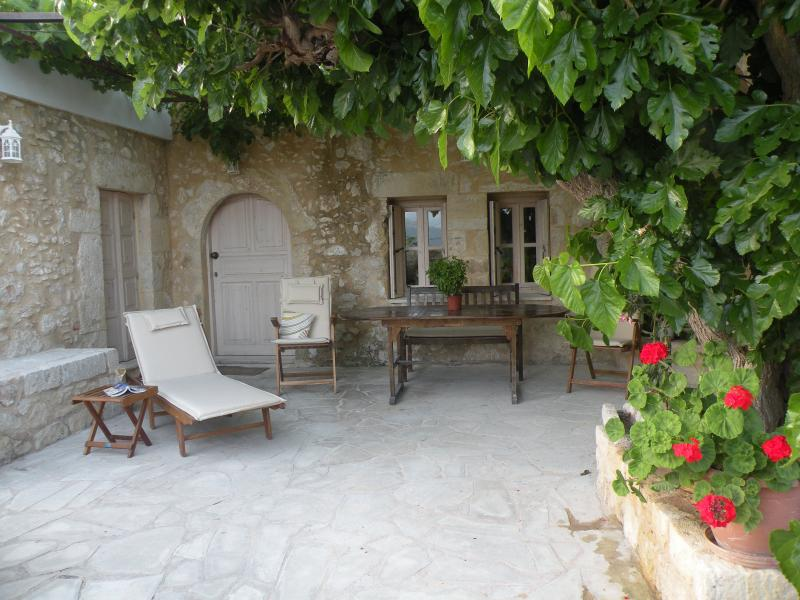 Villa Niki Aptera, vacation rental in Kalami