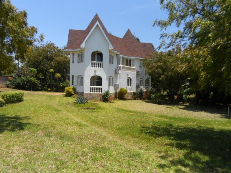 4 bedroom villa, vacation rental in Shaba National Reserve
