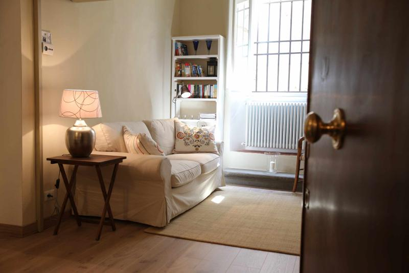Romantic Pitti-S Spirito apartment with garden, vacation rental in Florence