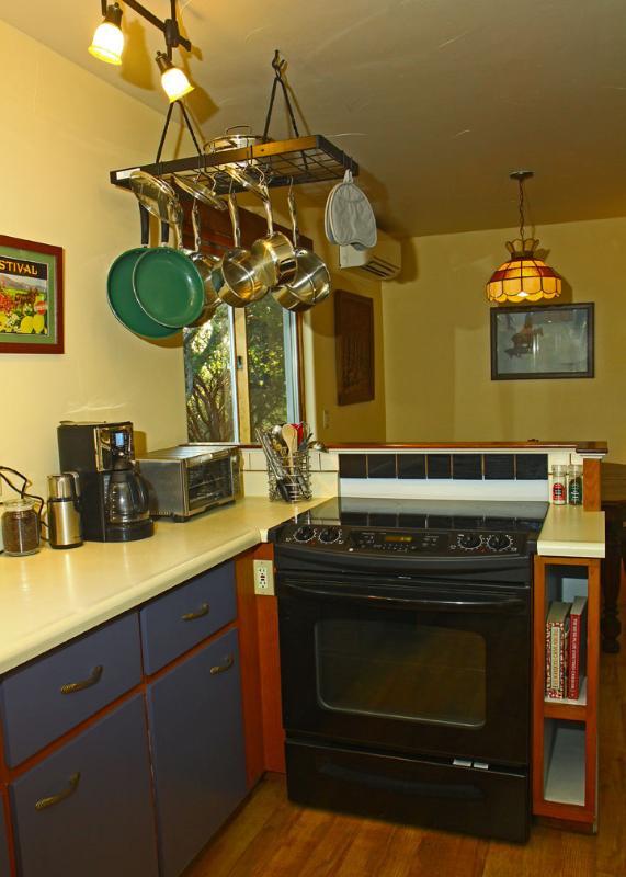 Kitchen- Stove & Counter Prep Area