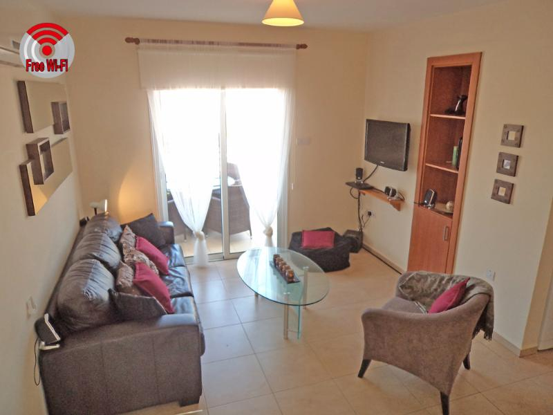 Beautiful self catering apartment, WITH 2 COMMUNAL SWIMMING POOLS
