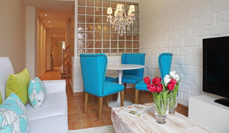 Living and dining Room by Vanrays