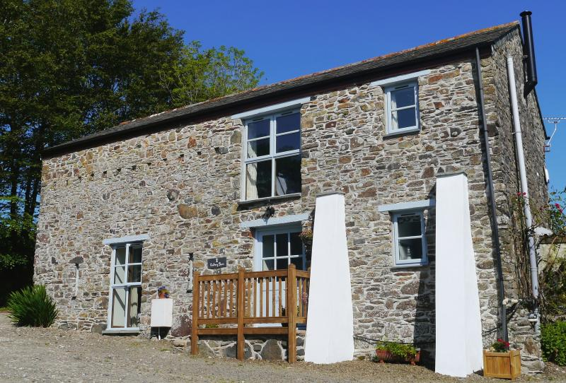 The spacious 2 storey barn conversion has reverse accomodation.