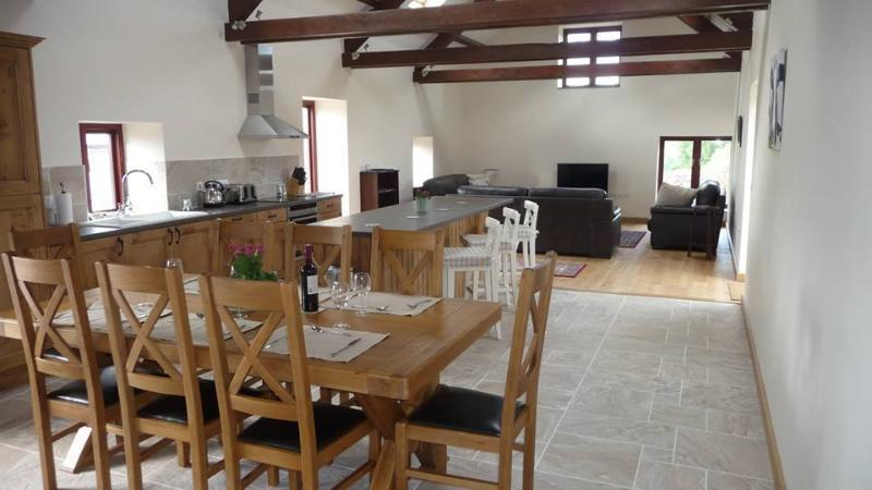 Ty Chwarel, Luxury Barn Conversion, Retreat2Wales, casa vacanza a Carmarthenshire