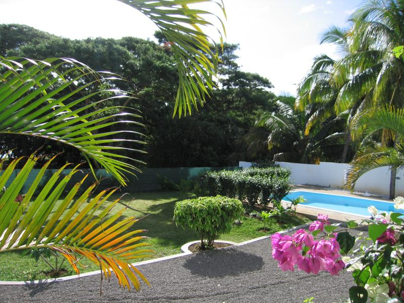 Villa Osumare BnB Guest House Set Opposite Flic en Flac Beach, holiday rental in Flic En Flac
