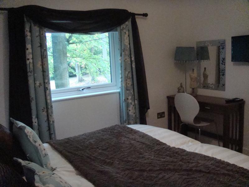 King- oder Twin-Schlafzimmer Blick auf Lucious woodland